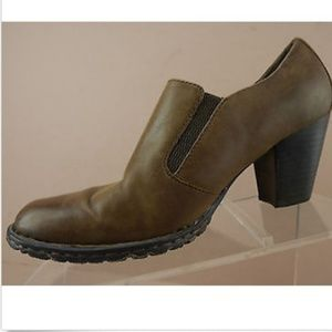 BORN Brown Leather Burnished Toe Booties Shooties
